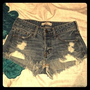 💋Sexy distressed shortie shorts!